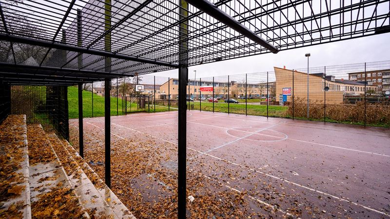 De Blokhut Playground basketbalveld